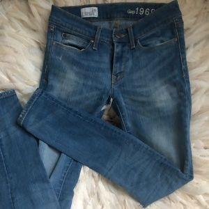 GAP Mid-Rise Sculpt Skinny Jeans Size 24